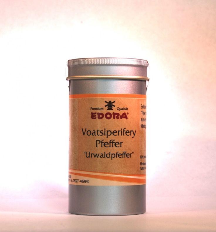 """""""Urwaldpfeffer"""" aus Madagaskar (botanisch: Piper bourbonese), ganz.  Der äußerst seltene und kostbare """"Piper bourbonese"""" wird, wie der Kubeben-Pfeffer, auch geschwänzter Pfeffer genannt.  Voatsiperifery ist jedoch..."""