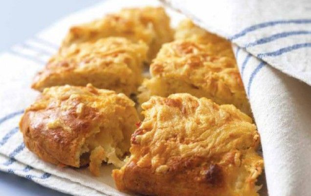 Εύκολη τυρόπιτα με κασέρι και φέτα