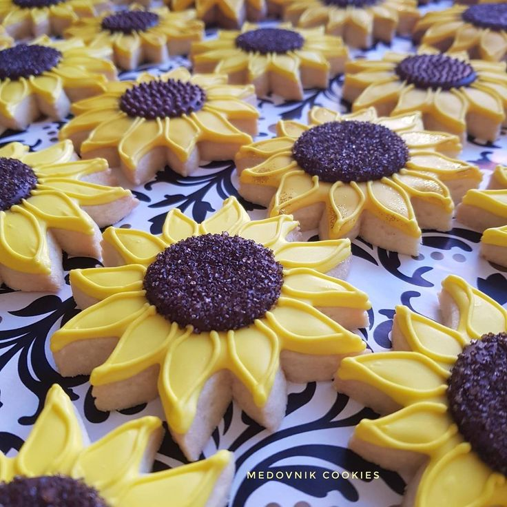 Two different types of �� cookies. Gingerbread and vanilla flavor + brown sugar in the center or dots in the center �� Which one you prefer swipe ➡️ #medovnikcake #decoratedcookies​ #sugarcookies #gingerbreadcookies #sunflower #sunflowercookies #icingcookies #flowers #flowerstagram #royalicing #theme #beautiful #pretty #instacookies #instabake #yellow #desserts #nofilter #sydneyfoodie #sydney #bakery #instapic #czechgirl #desserttable #birthdaycookies #pictureoftheday #new…