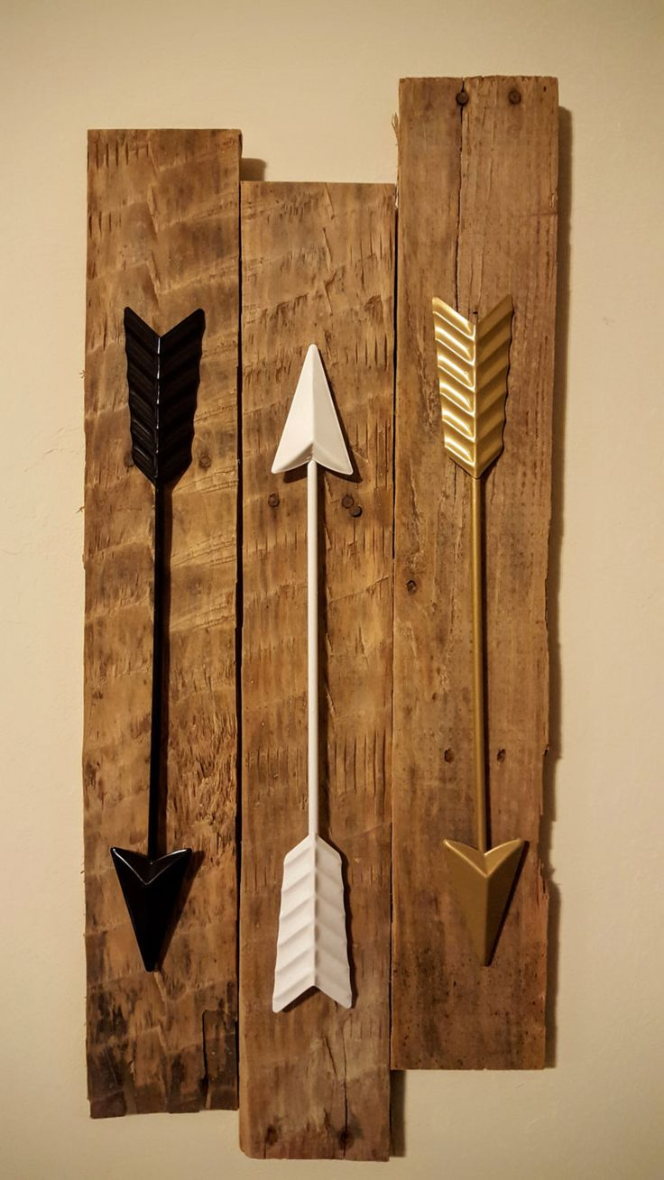 arrow wall decor 3 metal arrows on reclaimed wood. Black Bedroom Furniture Sets. Home Design Ideas