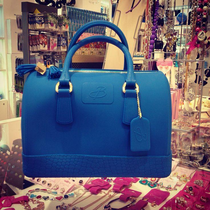 Borsa a bauletto, by Baci Milano. www.bluemarche.com Seguici su Instagram, Facebook, Twitter, Pinterest.