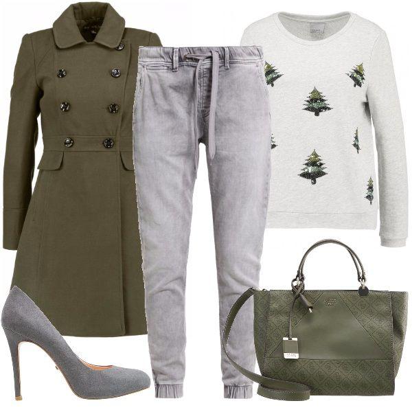 Se ti piace essere trendy ho l'outfit adatto a te: felpa con stampa a tema natalizio abbinata ad un jeans sportivo con elastico alla caviglia e coulisse in vita, décolleté con tacco a spillo, cappotto a doppio petto in verde militare e borsa a mano.