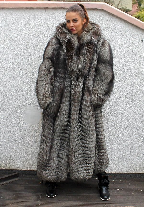 les 98 meilleures images du tableau wow fourrure manteaux fur coats sur pinterest. Black Bedroom Furniture Sets. Home Design Ideas