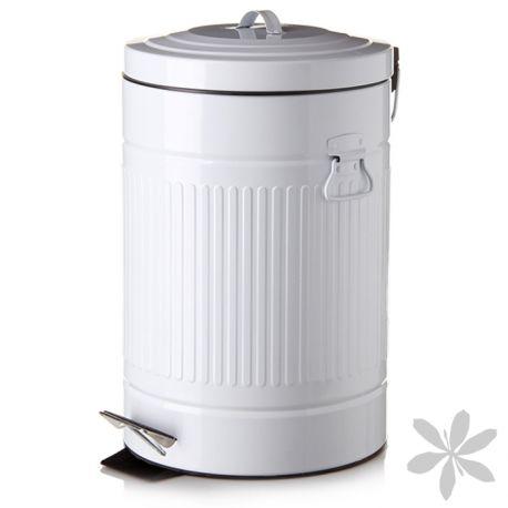 RETRO #Cubo de #basura blanco de diseño retro, se convertirá en la pieza central de decoración de tu cocina u oficina. Fabricado en acero galvanizado, color blanco, con tapa de apertura mediante pedal. Cubo interior de 12 litros elaborado en PVC, color negro y con asa extraíble para facilitar su limpieza. Disponible también en negro. 32,70 €