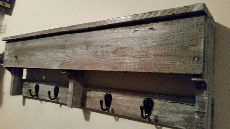 Rustic Pallet Coat Rack with Hooks | 101 Pallet Ideas