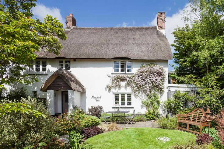 Romantic cottage for couples in Devon, UK. Log fire, huge roll-top bath, pure luxury, views, rose garden, pretty village, spa, pool, beautiful countryside. , Luxury Thatched Cottage in Dartmoor National Park, Devon,