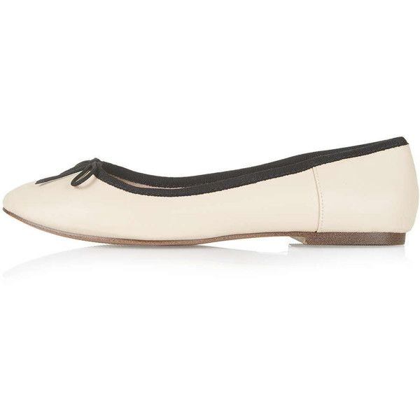 TOPSHOP VENICE Ballet Flats ($12) ❤ liked on Polyvore featuring shoes, flats, nude, ballerina pumps, ballerina shoes, bow flats, nude ballet pumps and nude ballet flats