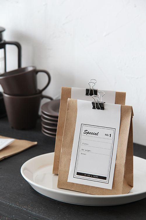 ダイソーで販売されているクラフト紙袋でカフェで販売されているようなラッピングや、ちょっとした工夫でもっと可愛くラッピングをしませんか?