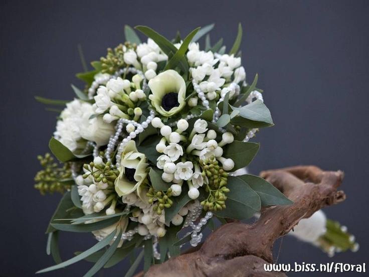 Mooi #bruidsboeket met oa #bouvardia van www.bissfloral.nl !  Gebruik je omschrijving!   www.bloomly.nl