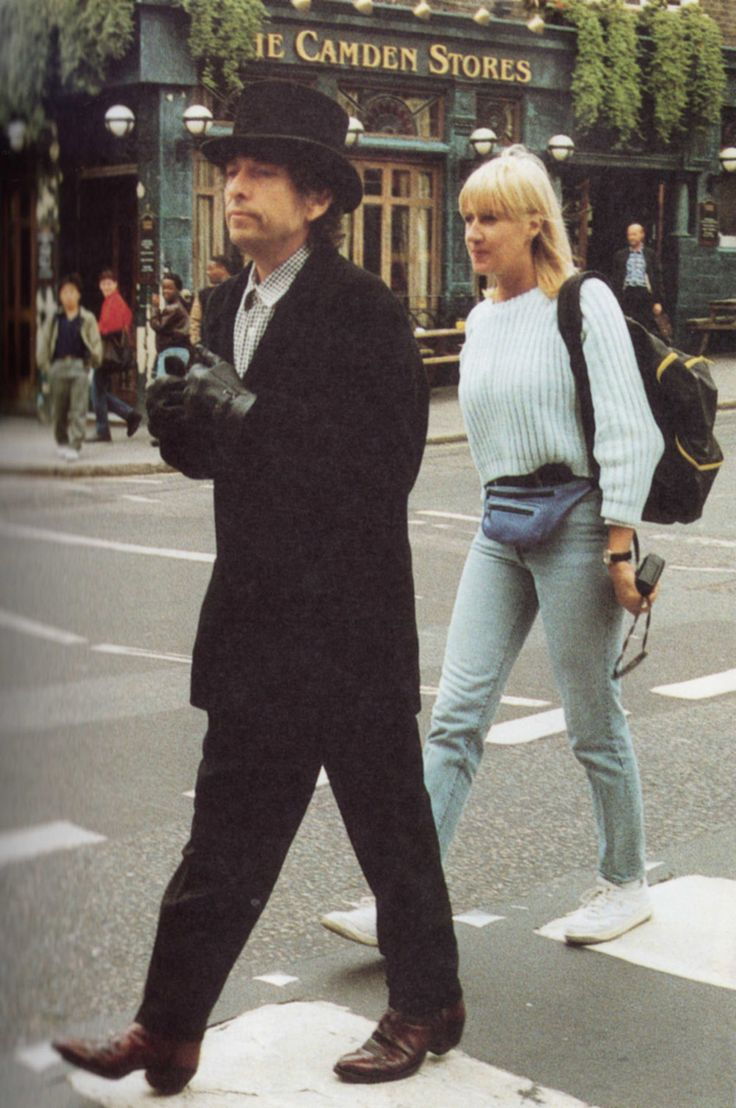 ♡♥Bob Dylan crossing a street outside - click on pic to see a larger pic♥♡