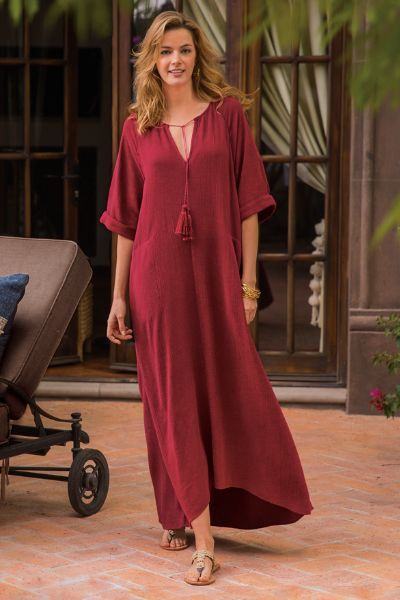 In loose styling, our Saragossa Caftan is super comfy and ready for your next relaxing vacation. Add a bracelet and sandals for a classically glamorous look!