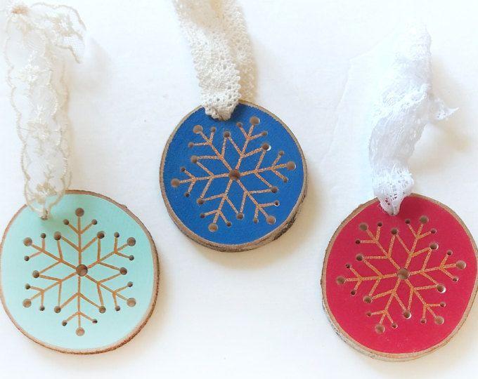 Schneeflocke Ornament, Urlaub Ornament, Holz-Scheibe-Verzierung, Christbaumkugel, Mint Ornament, Ornament, handgefertigten Schmuck gemalt