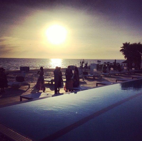 Emozioni al matrimonio. Un romantico tramonto per un matrimonio in spiaggia da sogno