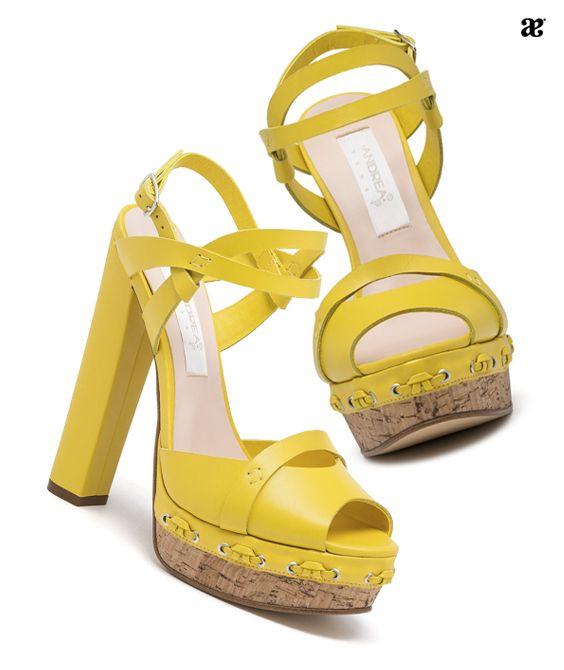 Sandalias amarillas para primavera, tendencias 2017.
