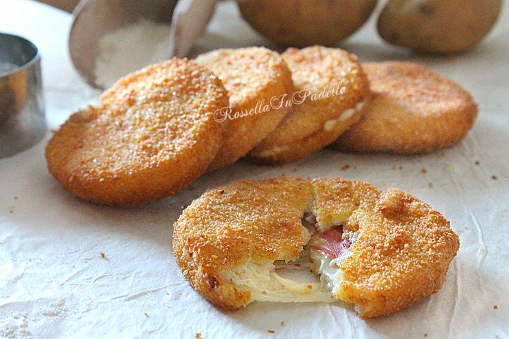 Medaglioni di patate farciti con prosciutto e fontina. Impanati e fritti (o cotti al forno). Anche come appetizer, antipasto o per buffet