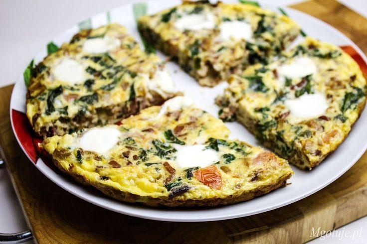Frittata to danie podobne do omletu przygotowywane z najróżniejszymi dodatkami. Bazą są zawsze jajka, którymi zalewamy podsmażone wcześniej warzywa czy mię