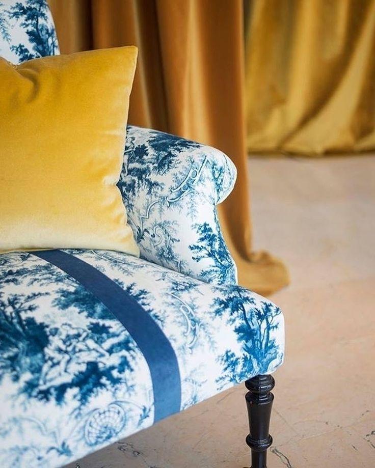 В коллекциях @persanhomestudio вы всегда найдете великолепные #ткани, например, сине-белый универсальный материал #GREENWICH с рисунком #жуи