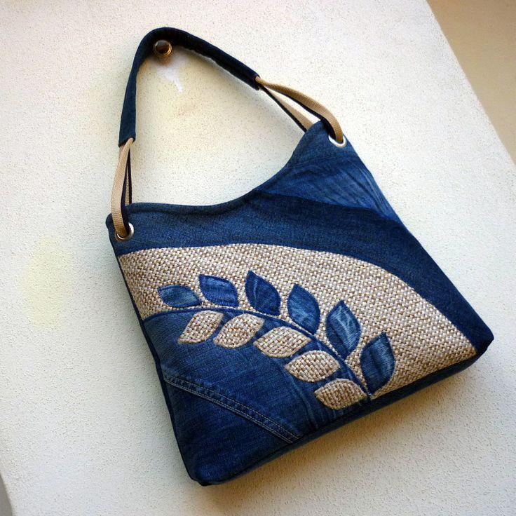 džíska lístečková duha Nr.4 Kabelka ze tředně modré recy džínoviny, ozdobená na…
