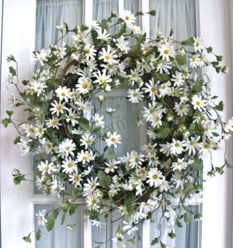 Beautiful, but in a non-prissy sorta way. Daisy wreath