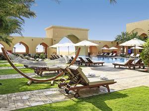 Verenigde Arabische Emiraten Abu Dhabi Abu Dhabi Licht Verhoogd Gelegen In De Rub Al Khali Woestijn Omgeven Door Duinen Eur 1055 00 Meer Informatie Vakant