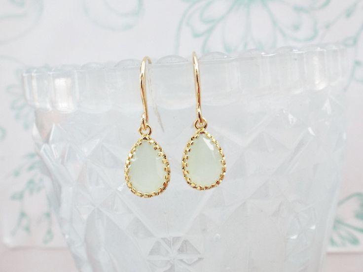 Ohrstecker - Ohrringe Brautohrringe Lindgrün liebt gold - ein Designerstück von Pearly-Sue bei DaWanda