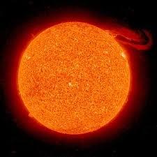 El Sol (del latín sol, solis) es una estrella del tipo espectral G2 que se encuentra en el centro del Sistema Solar y constituye la mayor fuente de radiación electromagnética de este sistema planetario. La distancia media del Sol a la Tierra es de aproximadamente 149.600.000km y su luz recorre esta distancia en 8 minutos y 19 segundos. La energía del Sol sustenta a casi todas las formas de vida en la Tierra y determina el clima de la Tierra y la meteorología.