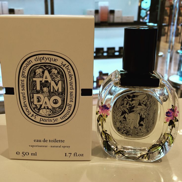 Another Diptyque spray twined with two curved purple roses.