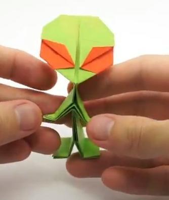Origami Alien (Riki Saito)