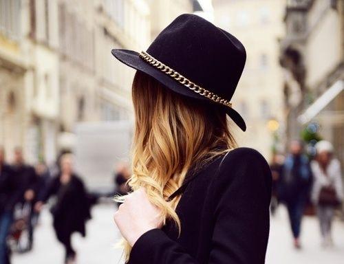 Les chapeaux: capeline ou borsalino pour cet hiverhttp://www.luniversdevanessad.fr/1/post/2013/11/les-chapeaux-capeline-ou-borsalino-pour-cet-hiver.html