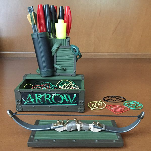 This handy desk accessory showcases Oliver Queen's own accessories while storing your pens, pencils, paper clips, and more with two spacious chests! Made of high-quality resin and measuring approximat