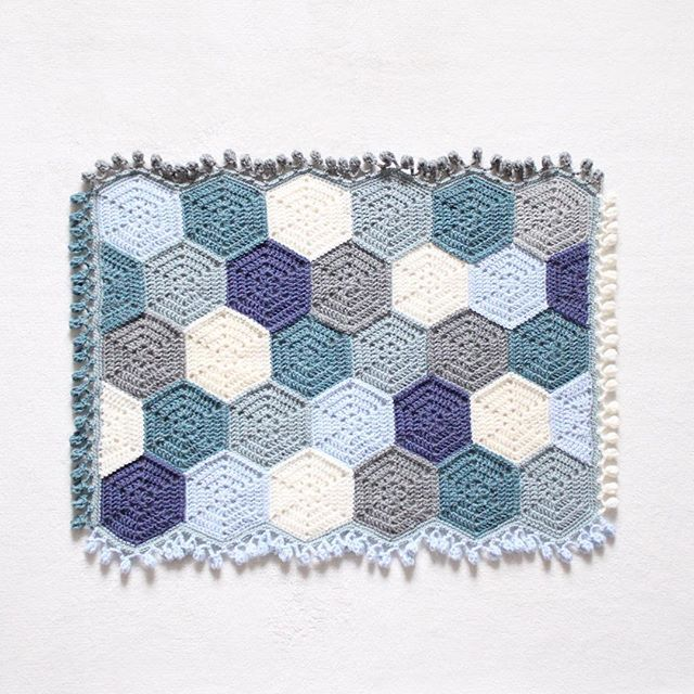 Kinderwagendecke  Stroller blanket  bebek battaniyesi  - Pattern  Solid Hexagon Granny Square • How I join my hexagons  I use Heidi Bears join as you go method but instead of dc I join them together with sc (Youtube 'Heidi Bears join as you go') • Border/Edging  Two rounds sc and pom pom edge • yarn  Drops Karisma • hook size  4,50mm -