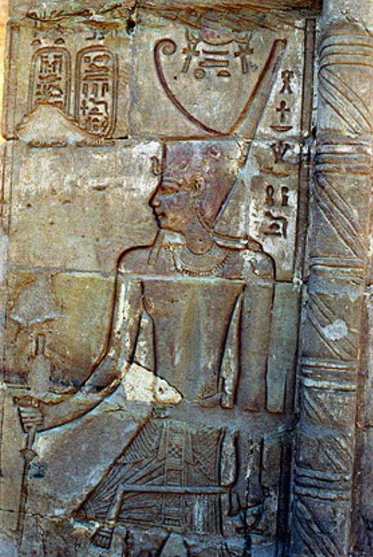 Temple d'Hibis, relief de Ptolémée III. Oasis de Kharga.