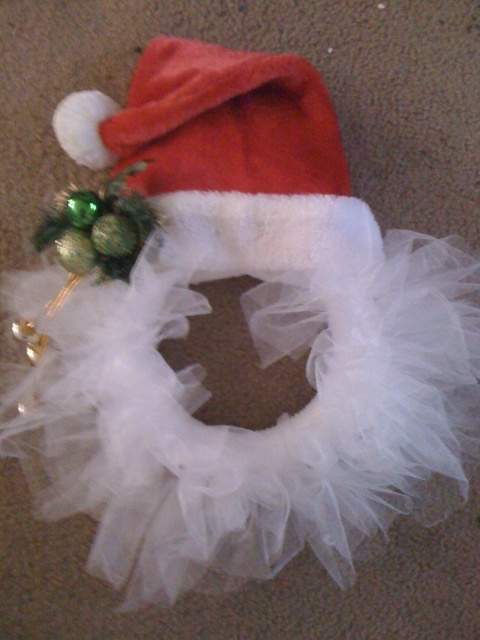 Tulle Santa Wreath - this seems so simple; I can't believe I've never seen this idea before now!