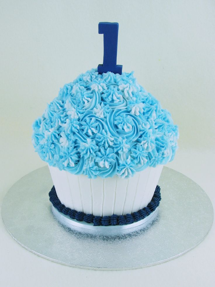 Vanilla cake with buttercream frosting