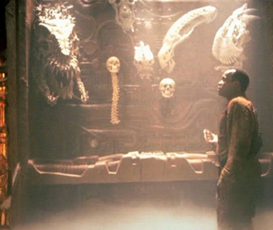 Putting the Alien skull in the trophy case in #Predator 2 (1990), was the idea of Director Stephen Hopkins, as a way of showing off all the different species and creatures that the Predators have hunted and killed. It was also a nod to the Dark Horse Aliens Vs. Predator comics, which were quite popular at the time.