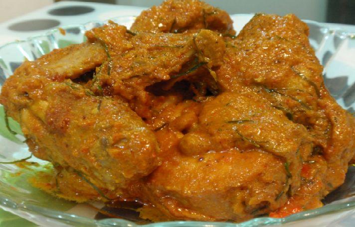 Resep Membuat Rendang Ayam Lezat Hidangan Lebaran.  Masakan ini begitu lezat sehingga banyak disukai oleh seluruh lidah rakyat Nusantara ini bahkan manca negara.