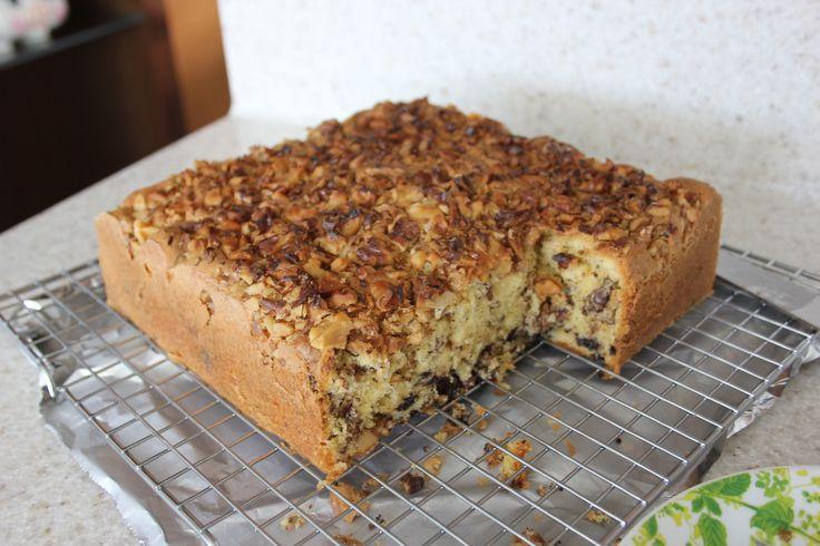 Cake aux noix ~ une recette de gâteau rapide et facile, pour un léger, moelleux, moelleux avec du pain grillé …   – Cakes, Breads & Bars