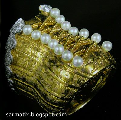 Corset Ring - jewelry by Salvador Dali, Figueres, Spain.