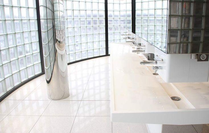 Plan vasque équipé de distributeurs de savon mural PRESTO 904 - Sanitaires Aéroport ORLY - Paris