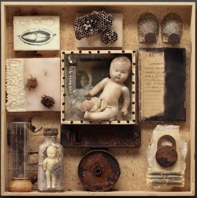 """Cabinet of Curiosities: Box 8"" de Wendy Aikin"