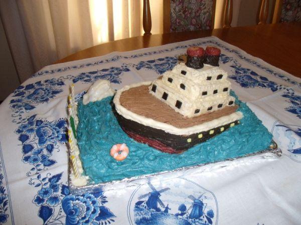 How to Make a Sinking Ship Birthday Cake – A Pretty Titanic Task