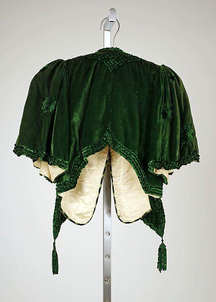 Ensemble made of green silk velvet, crossed front, ruffled and embroidered details, Henriette Favre, 1907