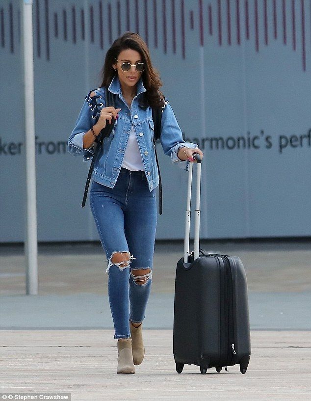 7bd6b224f8 Very nice: She looked casually chic wearing a denim jacket and matching  skinny jeans which were ripped at the knee