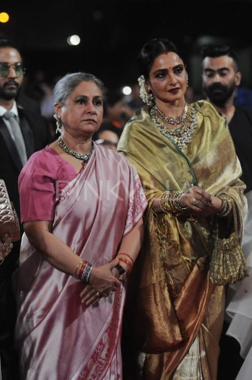 Jaya Bachchan and Rekha Hug it Out at the Star Screen Awards | PINKVILLA