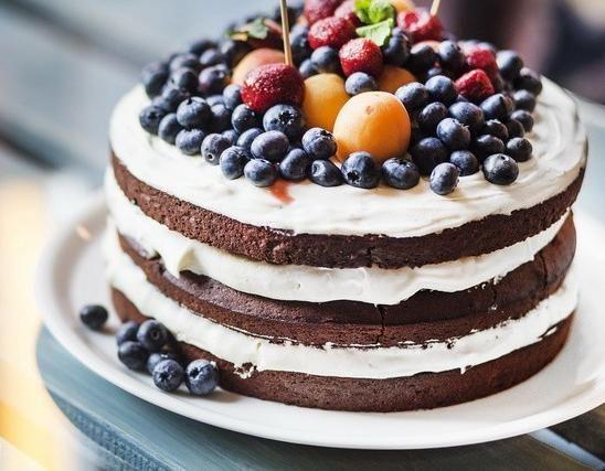 SOUND: http://www.ruspeach.com/en/news/11085/     Ежегодно 20 июля во всем мире празднуется Международный День Торта. Это молодой, но веселый праздник, который объединяет людей. В этот день есть традиция ходить друг к другу в гости с тортом и весело проводить вместе время. Впервые этот �