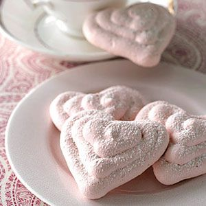 Light as air and filled with sweet raspberry flavor, these meringue #hearts are a great end to any Valentine's Day meal. #dessert