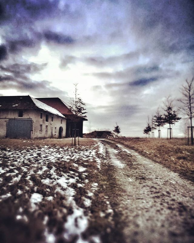 Abandoned crofter house near my hometown. Had a creepy feeling when i was shooting there but it was worth it. What do you think? - - - - - #austria #exploreaustria #stayandwonder #igersaustria #igers #austriagram #communityfirst  #wels #krengelbach #winter #ig_austria #liveauthentic #stayandwonder #neverstopexploring #winterinaustria  #lifeofadventure #austria #österreich #landsacpe #landschaft #igworldclub