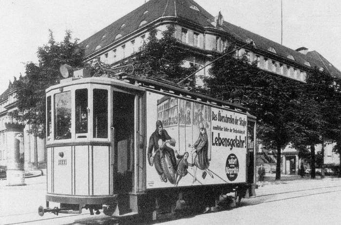 """Tramwaj """"Zeppelin"""" na ul.Dyrekcyjnej. 1927."""
