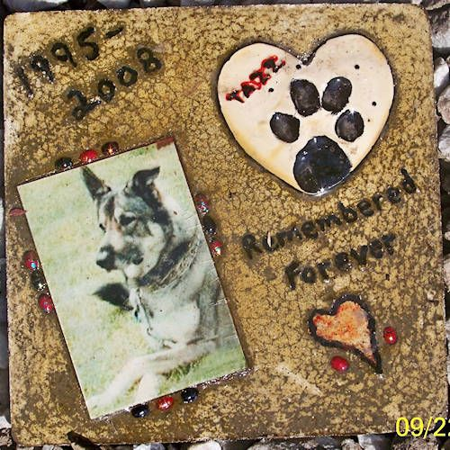 DIY Stepping stone pet memorial: Picture, Garden Stepping Stones, Craft, Diy Pet Memorial Stone, Pet Memorials, Pets, Memorial Gardens, Diy Stepping Stones, Homemade