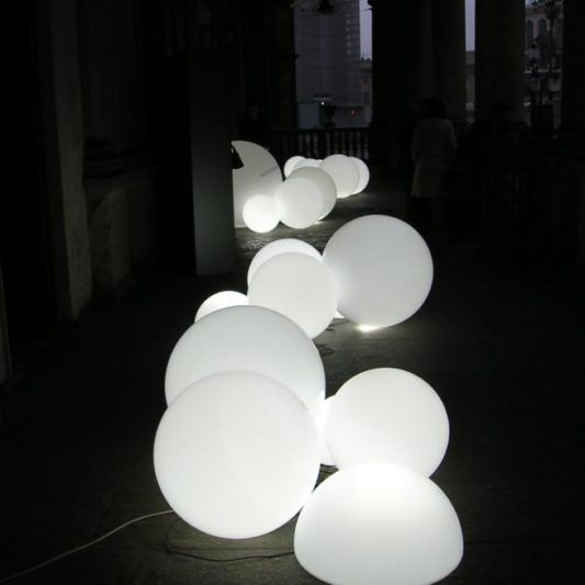 Led Leuchtkugel Garten Wasserfest Kugelleuchten Garten In 2020 Ceiling Lights Light Chandelier